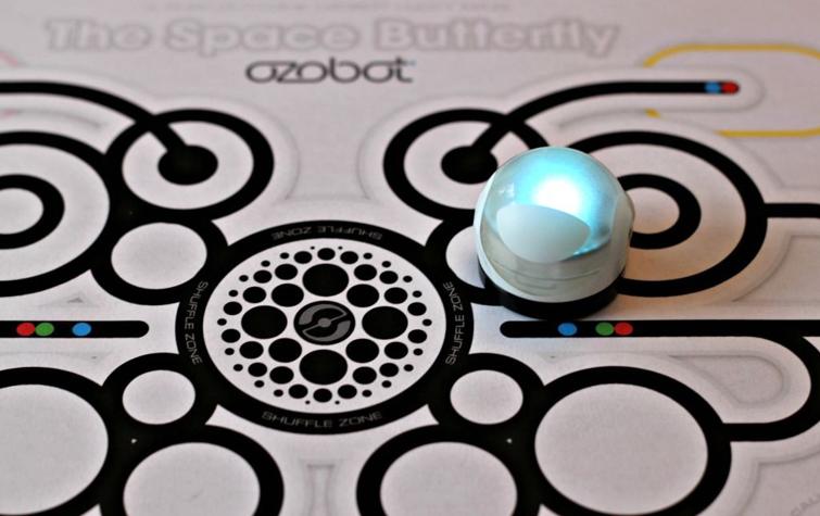 小机器人Evo的大梦想:让女孩们爱上编程